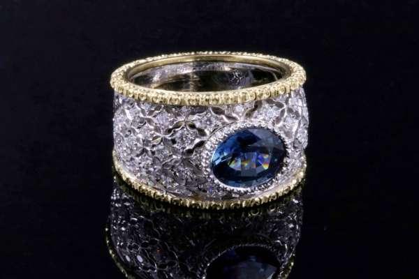 Anello con Zaffiro - Ring with sapphire