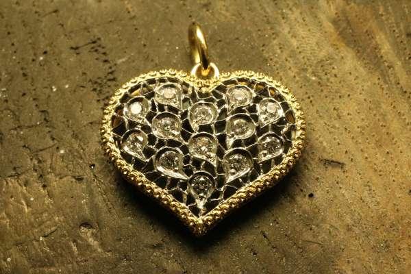 Pendente a Cuore traforato - Pendant heart with diamonds