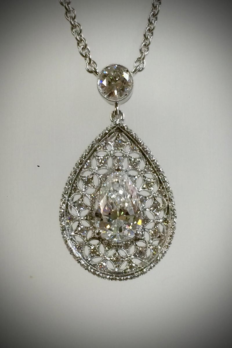 Pendente a Goccia - Pendant pear cut diamond